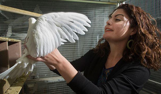 Rebecca Calisi with a bird in a lab