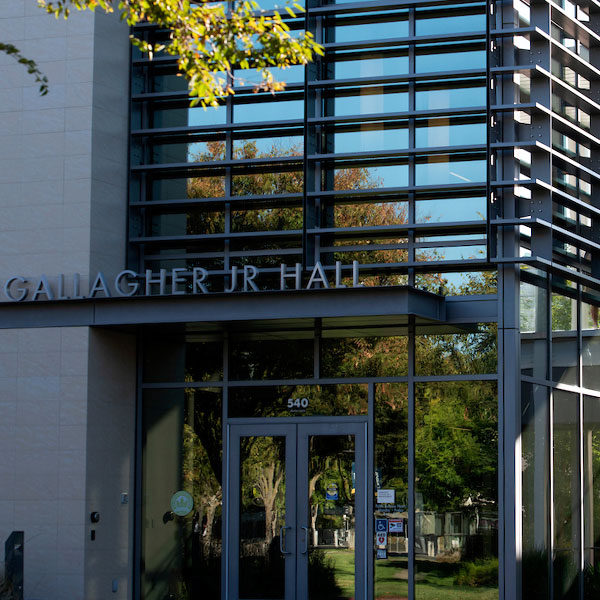 The front entrance to Gallagher Hall at the UC Davis Graduate School of Management