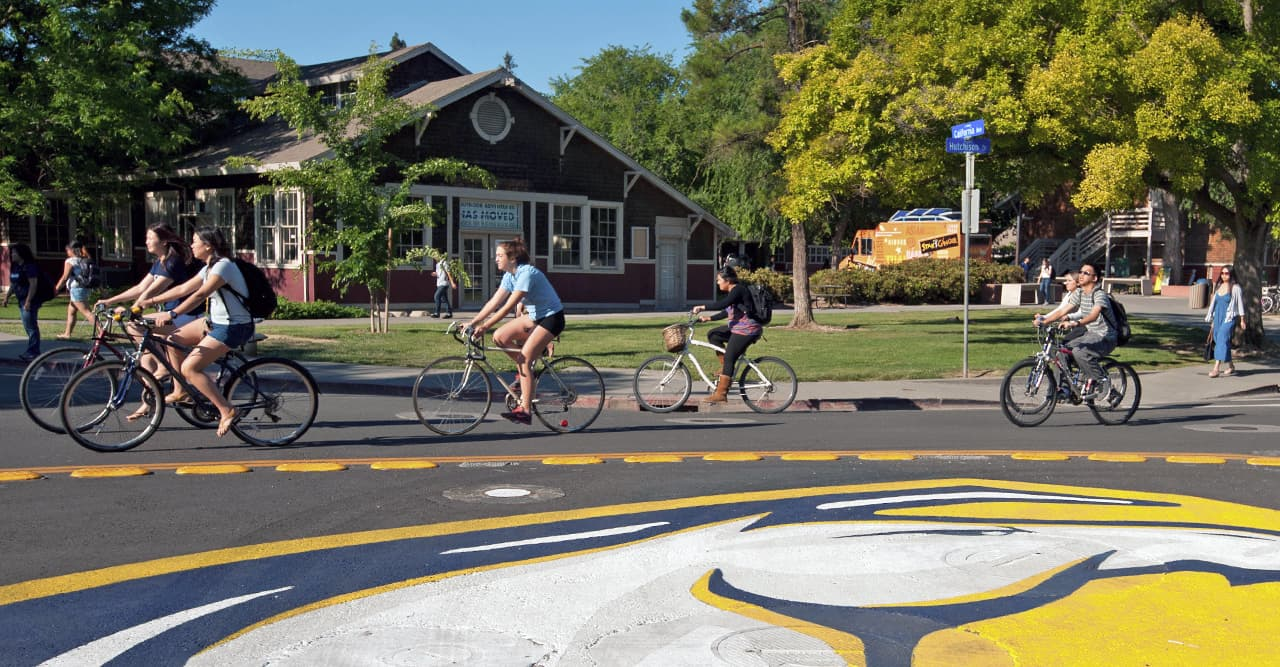 students riding around the uc davis bike circle