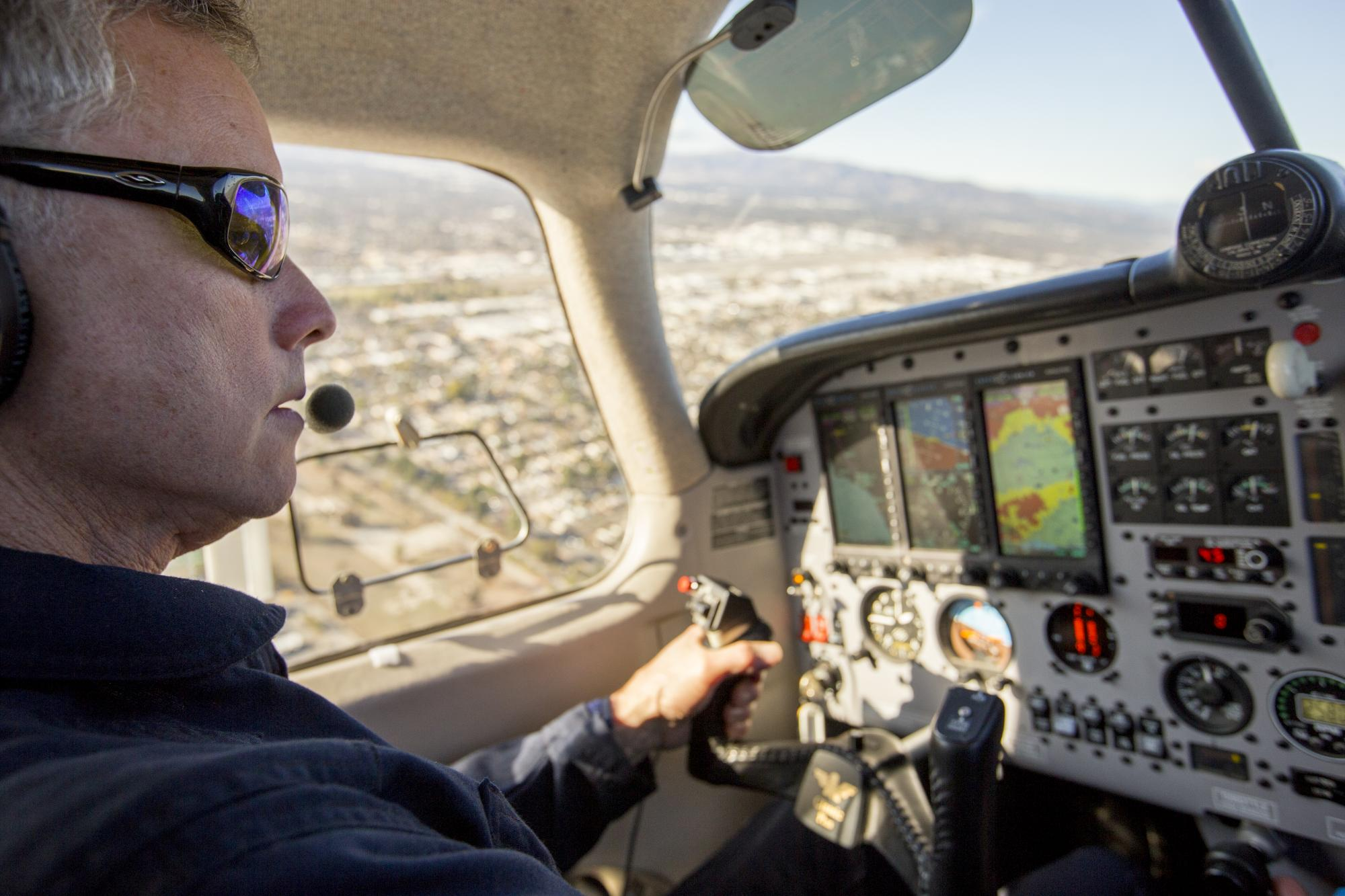 Pilot scientist flies airplane over Aliso Canyon.