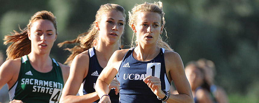 Lauren Wallace rounds the bend in this UC Davis race.
