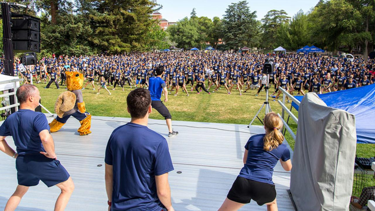 Photo: ARC staffers lead mass warmup, hundreds and hundreds of people on the Quad.