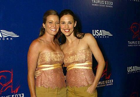 Shauna Duggins and Jennifer Garner dressed alike and posing