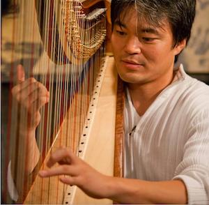 Motoshi Kosako playing the harp.