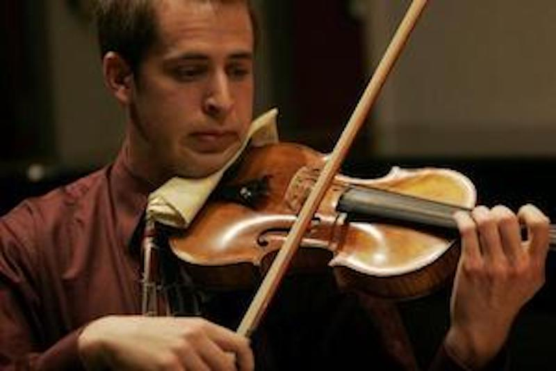 A student playing the vioiln.